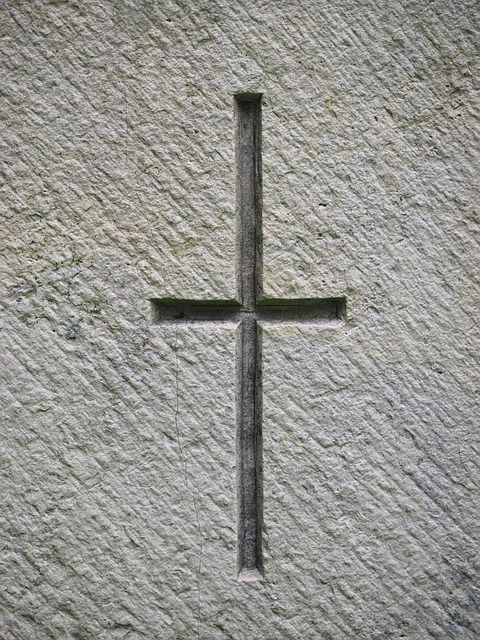 Grabstein mit Kreuz als christliches Symbol | Grabsteine Könemann