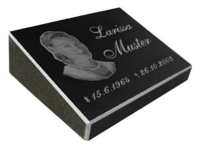 Vorschau Pultgrabstein aus poliertem Granit mit Bildgravur