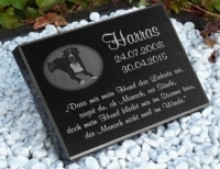 Vorschau Tiergedenkstein aus poliertem Granit mit Bildgravur nach Ihrer Vorlage